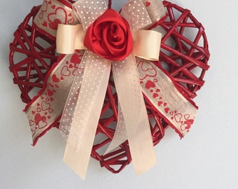 Hearts of straws with floral decorations