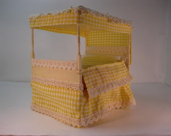 Dolls house 1/12th Gingham four poster bed