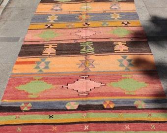 Colorful vintage turkish kilim rug - 9 x 5 ft