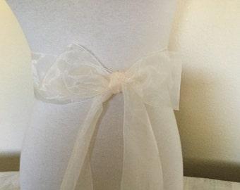Ivory organza  sash. 2.75 inch wide.  Ivory cream  Nylon organza sash. Bridal sash. Simple sash. Bridesmaid sash
