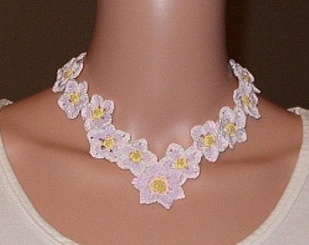 Springy floral necklace