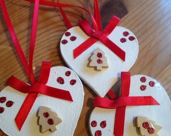 Handmade Shabby Chic Wooden Hanging Heart Christmas Decorations x 3 Red Tree and Ribbons