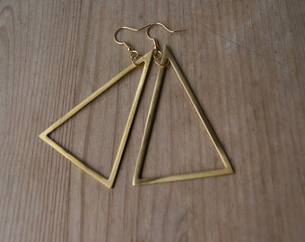 Large geometric loops: triangles brass ⋆ micro series