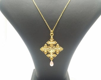 Gold-plated necklace with pearls