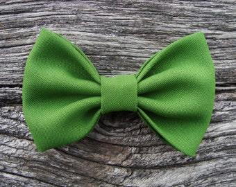 Bow tie brooch pin green