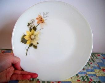 Vintage pyrex plate Autumn glory pattern, Pyrex 1970s/80s plate, White flower pyrex plate, Yellow flower pyrex plate, Retro 1970/80 pyrex