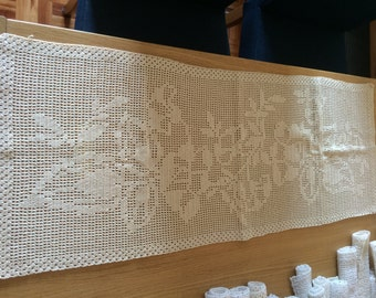 large crochet table runner/doily / rug or large crochet corremesas