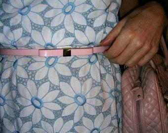 Vintage original 1950's voile lined blue and white daisy battenburg lace wiggle dress size: 10