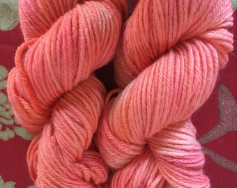 Hand Dyed Bulky 12ply 100g Skein, 100% Merino wool, 160m light coral  and pink tonal variagated