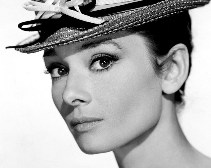 Audrey Hepburn Legendary Actress - 8X10 or 11X14 Publicity Photo (AZ033)