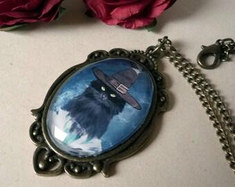 Sorcerer chat - illustrated medallion, hand made