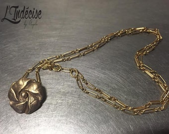 Flower gilded bronze necklace