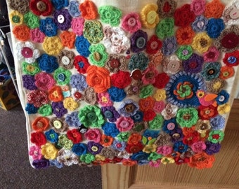 Shopping bag with crochet flowers
