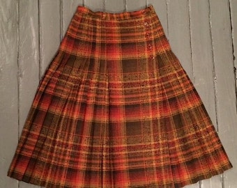 Vintage 1970s plaid pleated skirt