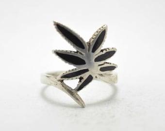 T17C08 Vintage Art Nouveau Style Black Leaf Branch 925 Sterling Silver Ring Sz 7