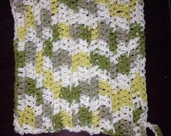 Crochet dishcloth with loop