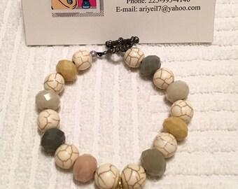 Beaded charm bracelet (tan)