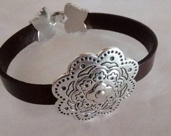 Flat leather flower bracelet