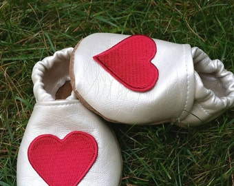 Soft sole shoes, tan shoes, baby shoes, heart shoes, baby heart shoes, baby shoes girl, baby booties, baby slippers, soft baby shoes,