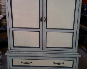 Armoire in shades of grey