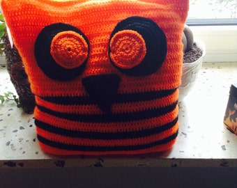OWL pillows in neon color