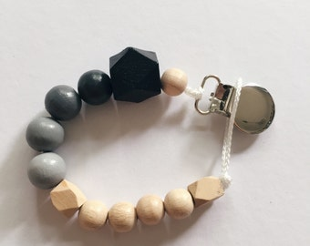 Hand-painted dummy in an ombre look with geometric wooden beads - black