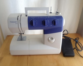 Husqvarna Viking Huskystar 215 Sewing Machine