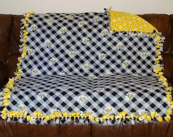 Double Sided Fleece Daisey Blanket ~ Yellow, Black & White
