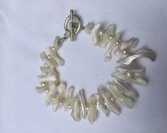 White Frangia Shell Bracelet