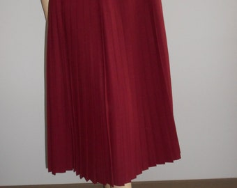 Pauline : burgundy wool pleated skirt, vintage 70s