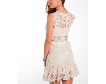 Lace dress with transparent white