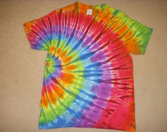 M tie dye tshirt, side swirl rainbow, medium