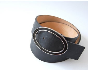 sale Classic vintage black Leather Belt / made in Italy