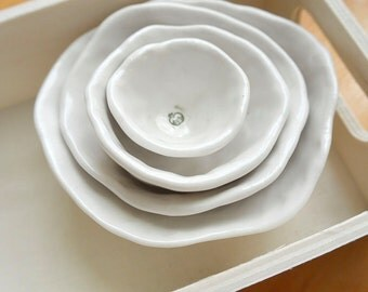Nested Mini-Bowls with Little Green Apple (KISS - Pure White)