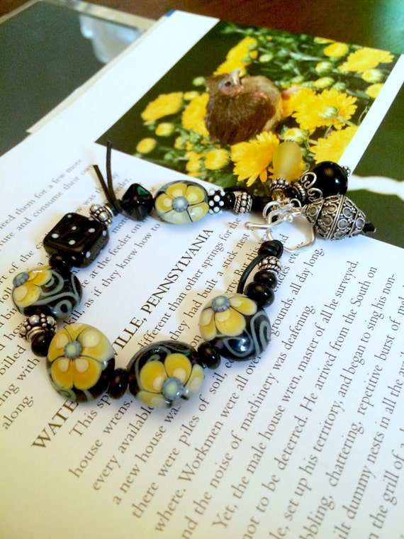 Bracelet artisan Lampwork , leather and Sterling Silver. Yellow Buttercup