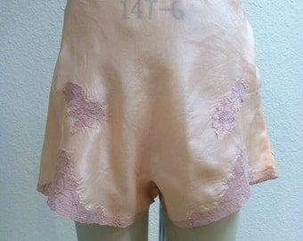 Vintage 1940s Panties Peach Silk with Lace