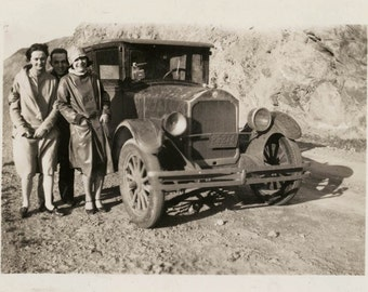 vintage photo Idaho Flapper Gals and Guy by Car 1939