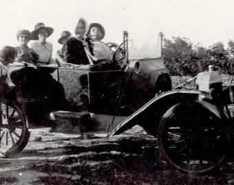 vintage photo 1920 Americana Farm Family Plains Rural Head to Town in Car Vintage SNapshot