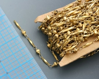 Raw brass, base metal, two shape link chain. Cool, abstract link chain. 3mm at the widest point. Priced per foot.