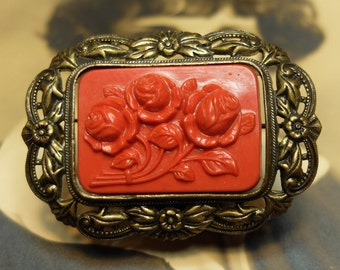 Vintage Pin Brass Early Plastic Pin Floral Cabochon