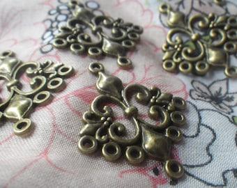 Fleur de Lis Connectors Antiqued Brass Pendants 6 Pcs