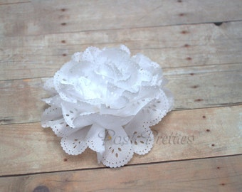 White Eyelet Lace Flower Hair Clip // White Lace Flower Clip // Snow White Hair Clippie // Photo Prop // White Flower Hair Accessory