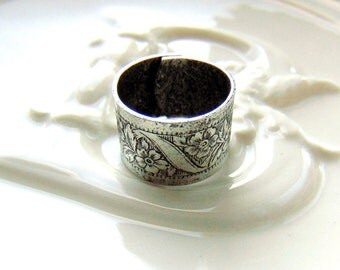 SILVER RING Embossed Flower Ring Band ~ Antique Silver Ring ~ Adjustable Statement Ring (RE-1)