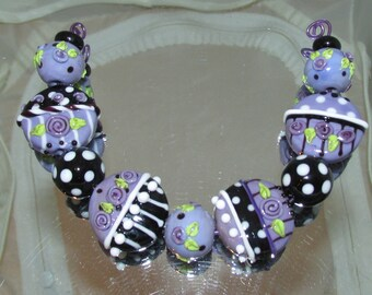 Shabby Chic beads in Purple. Lampwork beads by Teena