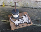 Punchneedle Thread Holder Primitive Folk Art Needlepunch Spool Fun Whimsical Scrappy Cat
