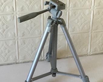 Digital camera tripod stand