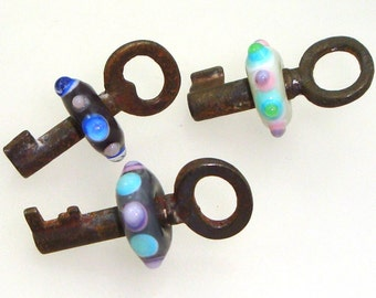 Handmade Lampwork Glass Beads - 3 beaded skeleton keys. Bumpy dots, color mix, beads move on keys. Antique, vintage, steampunk.