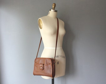 vintage pebbled purse / british tan purse / faux leather cross body purse