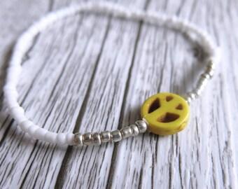 Peace Sign Bracelet Seed Bead Bracelet Dainty Stacking Bracelet White Silver Beads Boho Stretch Bracelet Peace Sign Charm Yellow Charm