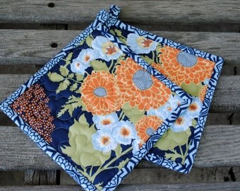 Quilted Pot Holders, Modern Potholders, Small Pot Holders, Set of 2 pot holders, Floral Potholders, Hostess Gift, Shower Gift, Gift under 20